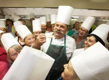 Steve Sunk with Home Economics teachers from all over Australia, at CDU kitchens
