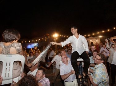 The wedding of Jess and Ruth atop the cliffs at Dripstone with reception at the ski club; jewish celebrations and ceremony