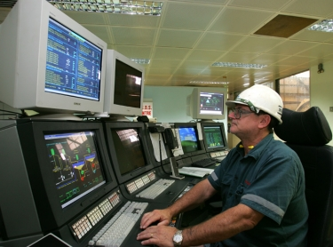 543522 Grinding Control room at ERA's Ranger Uranium Mine - operator Harry Green watches the screens. mining technology Photographer: David Hancock. Copyright: SkyScans.