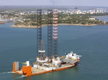 Vessel carrying offshore oil exploration rig enters Darwin Harbour